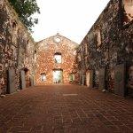 Foto de St. Paul's Hill & Church (Bukit St. Paul)