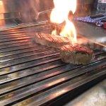 Unser neuer Lavastein - Grill ist ein wahrer Traum für ein Kalbskotelett! Dies kombiniert mit ei