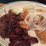 chicken chunks with black beans and rice and plantains