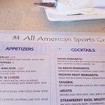 M All American Sports Grill resmi