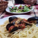 Spaghetti with mussels and tomato.