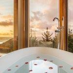 Bath with a wrap-around view