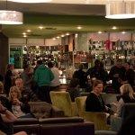 Foto de Sarins Bar & Restaurant