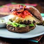 Market Street   Hambúrguer de Angus com bacon crocante, queijo cheddar no pão australiano.