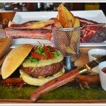Hamburguesa de Buey con ketchup casero y mostaza antigüa