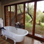 Photo de Sanctuary Makanyane Safari Lodge