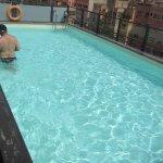 Esta es la piscina del hotel