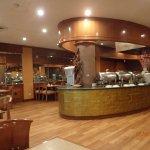 Breakfast room and restaurant