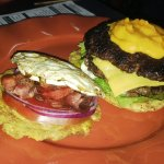 Doble pataburger con bacon, huevo y queso cheddar