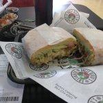 Excelente lugar lo que a mi opinión se acerca a la comida Mexicana con el toque culinario y sazó