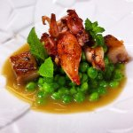 Guisantes y chipirones. Green peas and baby squids