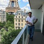 Balcony with eiffel view- room:616