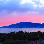 La vue sur la baie d'Ajaccio au coucher du soleil.