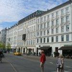 Hotel Windsor - улица перед отелем