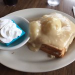 Hot turkey sandwich with mashed potatoes and blue jello