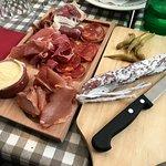 Assiette de charcuterie basque