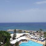 Photo de Golden Coast Beach Hotel