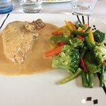 Poulet en sauce au machin avec petits légumes frais