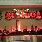 اسم المطعم وشعاره