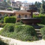 panoramica del giardino con fontana storica