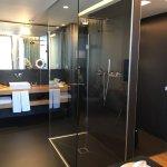 Superbe hôtel très confortable et silencieux pas de bruit de portes n'y de couloir ,le personnel
