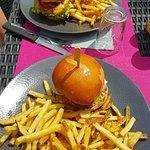 Burger !!!! pour moi il manque juste une petite feuille de salade