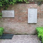 Peggy Guggenheim Collection, Grave