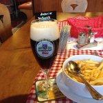 Bier und deftiges essen ! Fein