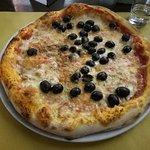 Pizze molto stesa, molto impasto, normale