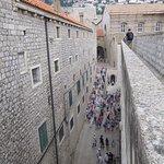 Vicolo sotto le mura