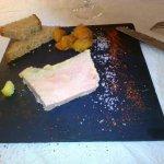 Terrine de foie gras maison, compte d'abricot,pain d'épices