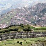 Las ruinas. Cuzco al fondo