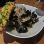Mussels served with bread