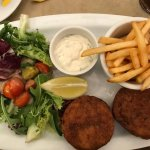 Fish Cakes with chips, tatar sauce and side salad