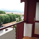 Vue balcon depuis studio 313 côté ville / montagnes... Sympa!
