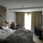 Bel hotel, calme et romantique mais le caca sur la vitre ne devrait pas être là pour un 4 étoile