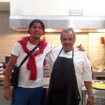 Io con il simpatico propietario e cuoco.