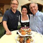 Christopher Prelog, Eisl Silvana, Peter Tobler an der perfekt organisierten Cocktail Party