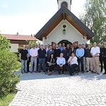 Windstar Cruises Offiziere an der Kapelle des Gruenauerhofs