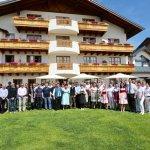 Windstar Cruises Senior Offiziere und das Personal des Gruenauer Hofs mit Familie Eisl