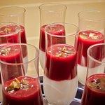 Jogurt domowy z musem truskawkowym
