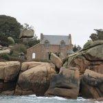 Maison côtière en granite rose.