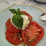 Ensalda de tomate con burrata