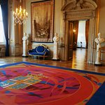 King Christian IX's room features a carpet with the coat of arms.