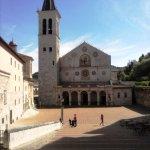 Spoleto Piazza del Duomo dalla scalinata
