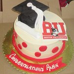 Graduation cake decorated by Bolo