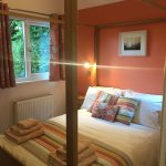 Bedroom with 4 poster bed - Photo doesn't show the dressing table & 2 wardrobes