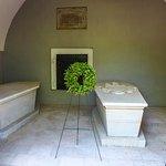 George and Martha Washington tomb.