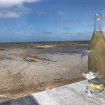 Une vue imprenable sur la mer ! Un plateau de fruits de mer d'une extrême fraîcheur : le pied