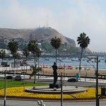 Aproximacion a Chorrillos por toda la costa desde Miraflores